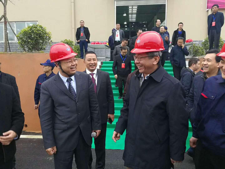 赛德丽董事长与省长卢雍政亲切交谈