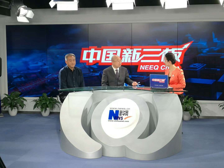 刘俊才与主持人嘉宾交谈