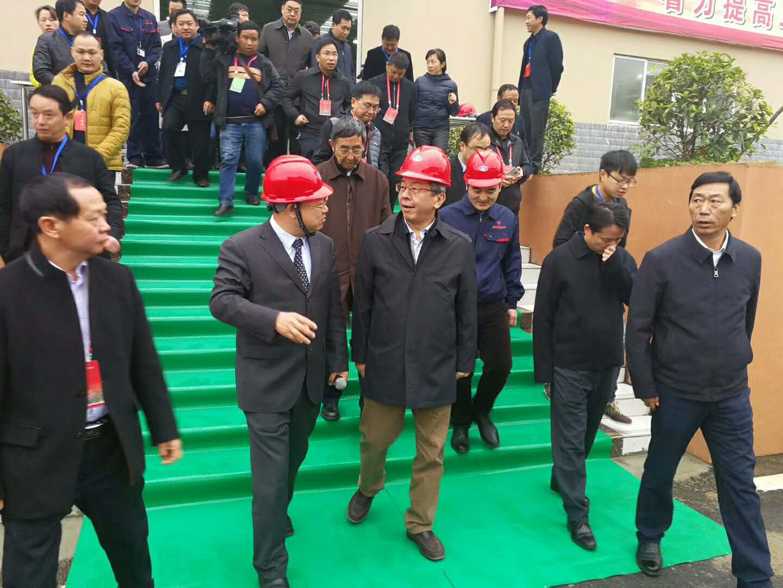赛德丽董事长刘俊才陪同省长参观