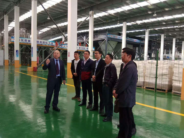赛德丽董事长刘俊才陪同参观新能源设备